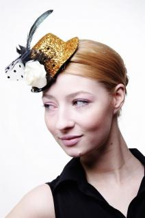 Miniatur Hut Mini Zylinder Gold Fascinator Tinsel Damen Burlesque Feder Tüll H33