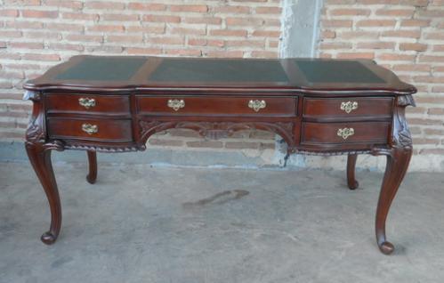 Formschöner Chippendale Schreibtisch Sekretär Mahagoni Farbe dunkelbraun Walnuss