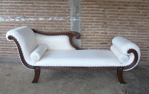 Edle Couch Recamiere Ottomane im Antikdesign Neu aus massiv Mahagoni - Vorschau