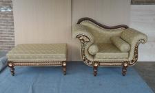 Wunderschöner Sessel Hochzeitssessel mit Fußbank Mahagoni Farbe Holz braun Wallnuss / Stoff Star06 cream
