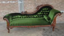 Ein Traum ist diese Couch Recamiere Ottomane aus Mahagoni gefertigt