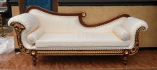 Ottomane Couch Recamiere Holz: massiv Mahagoni brown Walnuss gold / Stoff textil hell