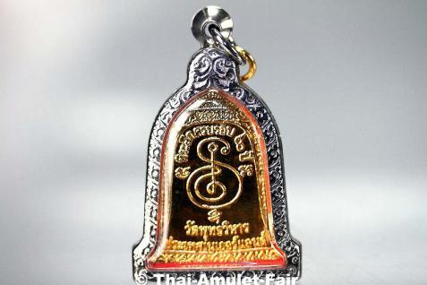 Luang Pho Mettavihari Thai Amulett - Rian Rakhang Nuea Thong Lueang Ruun Kroop Roop 60 Pii des ehrwürdigen Luang Pho Thiraphan Mettavihari (Phra Khru Kraisorn Virat), Wat Phutta Viharn (auch Wat Buddhavihara), Amsterdam, Niederlande, vom 16.07.2002. - Vorschau 3