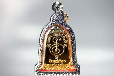 Thai Amulett vom ehrwürdigen Luang Pho Mettavihari - Rian Rakhang Nuea Thong Lueang Longya Sii Lueang Ruun Kroop Roop 60 Pii des ehrwürdigen Luang Pho Thiraphan Mettavihari (Phra Khru Kraisorn Virat), Wat Phutta Viharn (auch Wat Buddhavihara), Amsterdam. - Vorschau 3