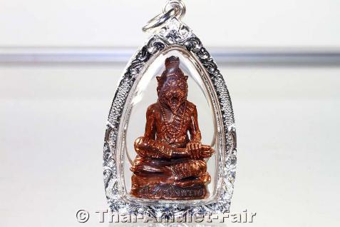 Magisches Thai Amulett des ehrwürdigen Luang Phu Naen in handgefertigter und wasserdichter Silber Maßfassung Ruup Loor Phu Chao Saming Prai Nuea Samrit Ruun Baramee Phu Chao aus dem Wat Ban Kaset Thung Setthi, Tambon Waeng, Amphoe Phoon Thong, Roi Et.