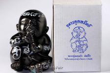 Magische Guman Thong Dud Rok Statue mit der Seriennummer 913 von 999 des ehrwürdigen Luang Phu Naen Kampeero, Abt des Wat Ban Kaset Thung Sedthie, Tambon Waeng, Amphoe Phoon Thong, Changwat Roi Et, Isan, Nordostthailand, vom Samstag dem 01.10.2554 (2011).