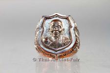 Thai Amulett Ring Ruun Udom Phokka Srap Koon 90 Nuea Thong Khaow des ehrwürdigen Luang Pho Koon Parisuttho, Abt des Wat Banrai, Amphoer Dan Khun Thod, Changwat Nakhon Ratchasima (Korat), Isaan, Nordostthailand, vom Donnerstag dem 30.05.2013.
