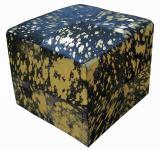 Sitzwürfel This & That Kuhfell bedruckt Schwarz auf Gold
