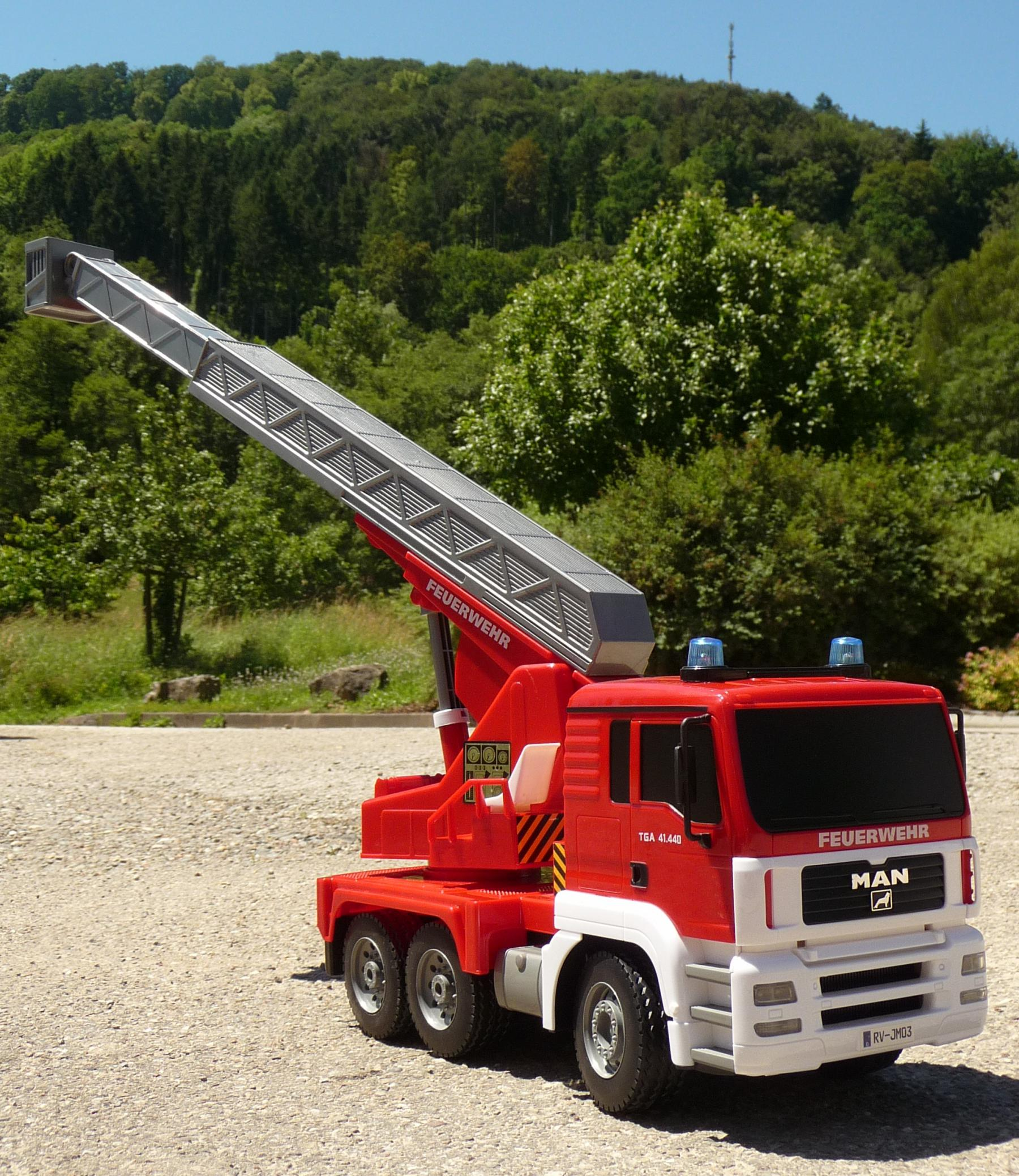 RC FEUERWEHR LKW MAN mit 7 Funktionen 35cm Ferngesteuert 2 ...