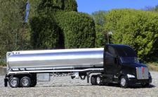 Spielzeug LKW Kenworth T-700 Petroleum Transporter in 1:32