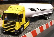 LKW Scania mit TANKAUFLIEGER