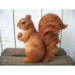 Dekofigur Eichhörnchen mit Nuss