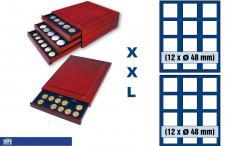 SAFE 6848 XXL Nova Exquisite Holz Münzboxen Schubladenelement mit 2 Tableaus 6348 und 24 Eckige Fächer x 48 mm Für Münzen bis 48 mm - 2 Scudi Gold Italien in Kapseln - 50 FF Francs Frankreich in Kapseln - 1 Dollar US Silver Eagle in Münzkapsel 41 mm