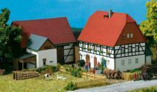 Auhagen H0 11350: Kleines Gehöft