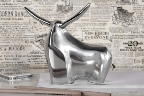 Casa Padrino Designer Aluminium Figur Bulle - Alu Dekoration massive Skulptur - Briefbeschwerer Börse Börsenbulle