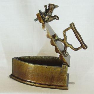 Briefbeschwerer Bügeleisen Eichhörnchen aus Metall 13cm - Vorschau 3