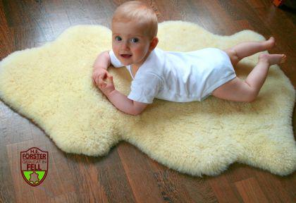 Marken Babyfell Lammfell von FÖRSTER-FELL - als Bettfell oder für den Kinderwagen, Buggy etc.