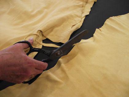 fensterleder ledertuch beste chamoislederqualit t ca 66x86 cm kaufen bei h e f rster gmbh. Black Bedroom Furniture Sets. Home Design Ideas