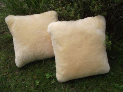 lammfell kissen natur kuschelkissen dekokissen lammfellkissen sitzkissen 38x38 kaufen bei. Black Bedroom Furniture Sets. Home Design Ideas