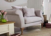Sessel mit Holzfüßen lichtgrau Eiche romantisch reinigungsfähig ink. lose Kissen