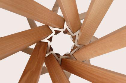 Garderobenständer aus Holz massiv und Edelstahl, moderne Garderobe, Farbe Esche-Natur, Ø 65 cm - Vorschau 3