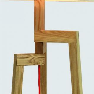 moderne stehleuchte mit einem holzfu t und einem wei en. Black Bedroom Furniture Sets. Home Design Ideas