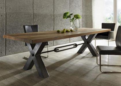 Esstisch aus massiv Eiche, Tisch im Industriedesign mit einem Gestell aus Metall, Breite 260 cm