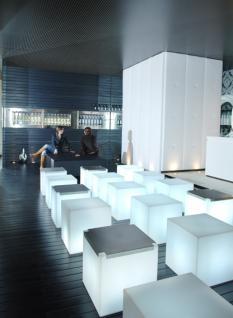 Designer Tisch in Weiß aus Polythylen Kubo Inox, leuchtend