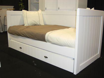 bettsofa hampton im landhausstil in wei kaufen bei. Black Bedroom Furniture Sets. Home Design Ideas