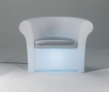 Design Sessel in Weiß, Kalla leuchtend