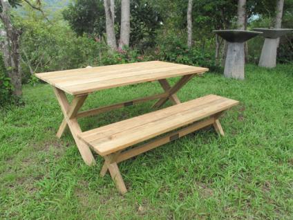 Esstisch im Landhausstil, aus Massivholz