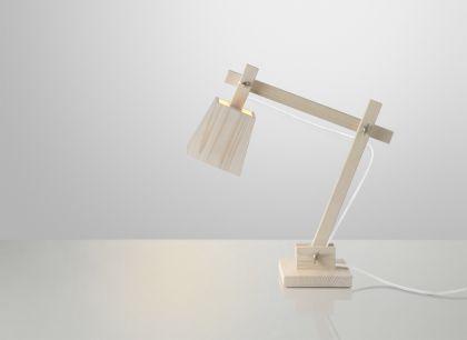 Schreibtischleuchte aus Holz mit weißem Kabel