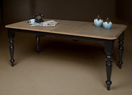 Ein klassischer Esstisch im New England Style in zwei Farben