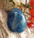 Trommelstein gebohrt Apatit blau