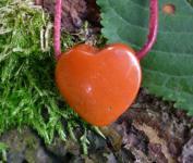 Anhänger Herz Jaspis rot am Lederband