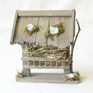 Futtertraufe, mit Steinbrocken, handgefertigt aus Holz
