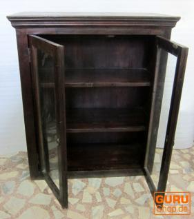 glas schrank vitrine kolonialstil kaufen bei guru shop. Black Bedroom Furniture Sets. Home Design Ideas