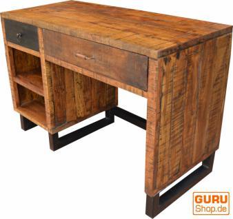 Schreibtisch mit Schubfächern