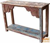 Verziertes Sideboard aus Recycel-Holz