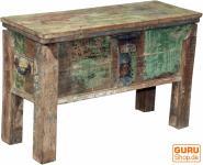 Truhe, Holzbox mit Beinen
