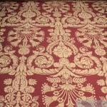 Stoff Polyester Baumwolle Jacquard Ornament bordeaux gold 280 cm breit