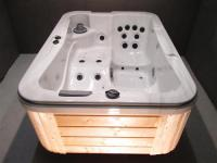 LUXUS SPA HOT TUB WHIRLPOOL GARTENWHIRLPOOL JAKUZZI 3 Personen