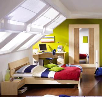 Funktionales Jugendzimmer mit Schrank, Hochbett und Schreibtisch darunter