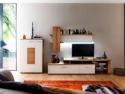 MCA Furniture Nizza Wohnwand NIZ21W02 Kombination in Front weiß matt lackiert Absetzung und Korpus Crackeiche furniert lackiert Anbauwand für Wohnzimmer mit Beleuchtung und Couchtisch wählbar