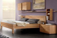 Thielemeyer Mali Schlafzimmer Komfort-Liegenbett mit Nachtkonsole und 2 Hängeschränken Schlafzimmermöbel massiv Ausführung Rotkernbuche