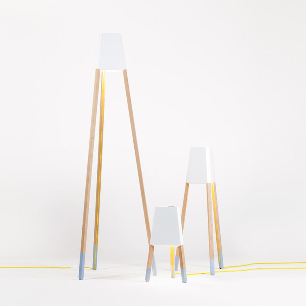 licht trend la3b 50 tischleuchte mit holzfu aus eiche weiss dreibeinleuchte kaufen bei. Black Bedroom Furniture Sets. Home Design Ideas