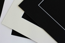 3x Passepartout 24x30 für Bild 15x20cm säurefrei 1, 4mm - Schwarz, Creme, Weiß