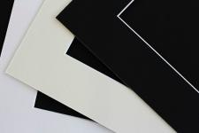 3x Passepartout 28x35 für Bild 18x24cm säurefrei 1, 4mm - Schwarz, Creme, Weiß