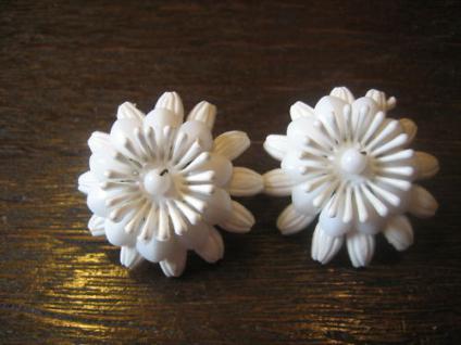 witzig original 60er Jahre Vintage Ohrringe Clips Blumen weiß Plastik Prilblumen