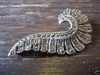 sehr elegante Art Deco Markasit Brosche Feder oder Welle 800er Silber 1930